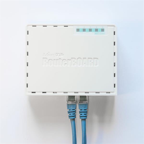 MIKROTIK RouterBOARD hEX + L4 (880MHz, 256 MB RAM, 5xGLAN switch, plastic case, zdroj)
