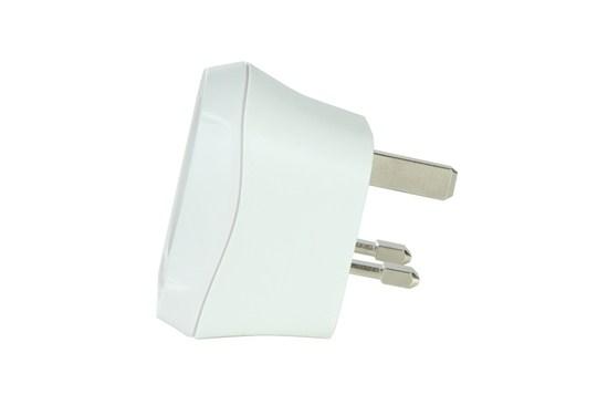 SKROSS cestovný adaptér pre použitie v UK, biely